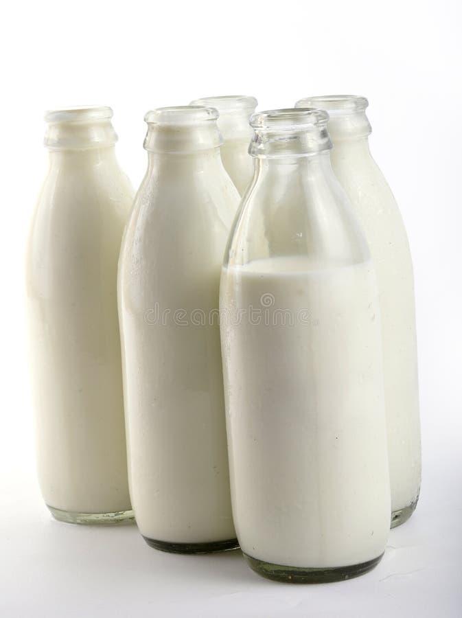Milchflaschen lizenzfreies stockfoto