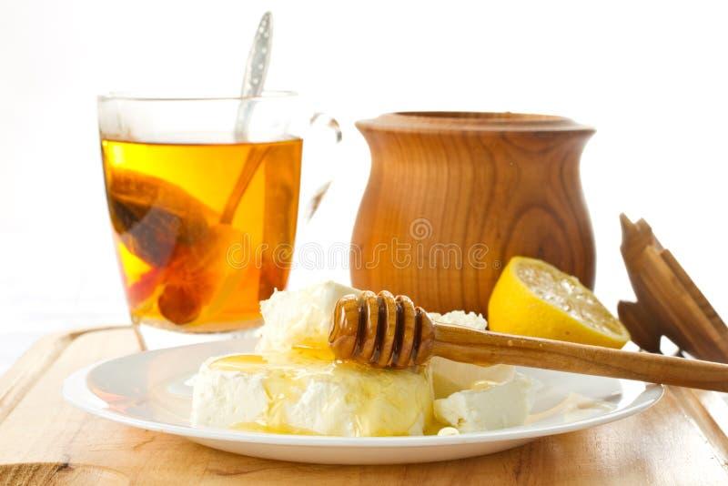 MilchHüttenkäse mit Honig lizenzfreie stockbilder