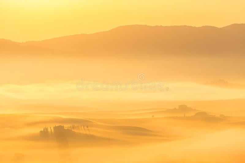 Milchiger Sonnenaufgang stockfotografie