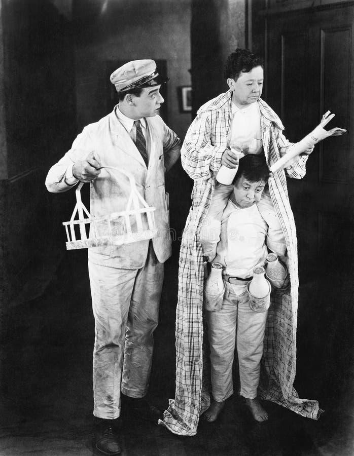 Milchmann und zwei Zwerge (alle dargestellten Personen sind nicht längeres lebendes und kein Zustand existiert Lieferantengaranti lizenzfreie stockbilder