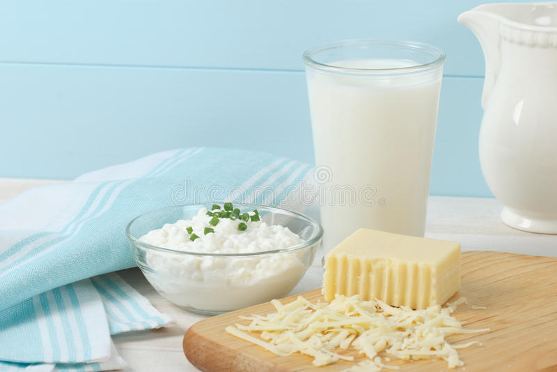 Milchprodukte enthalten Milch und Käse stockbild