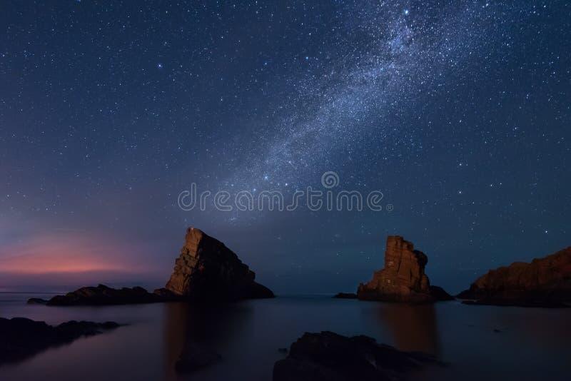 Milchstraße über dem Meer, Sinemorets, Bulgarien lizenzfreie stockfotos