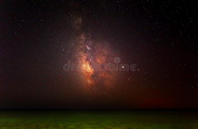 Milchstraße auf dem Meer stockbild