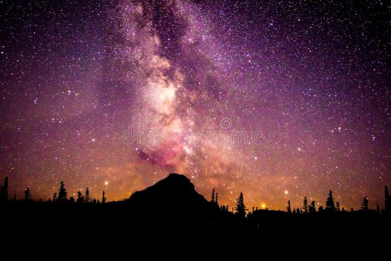 Milchstraße des Mount Rainier stockfotos