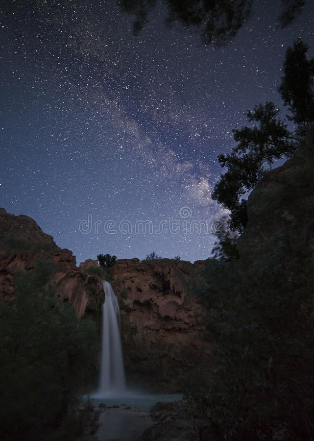 Milchstraße in Havasu-Fall in Arizona stockfotos