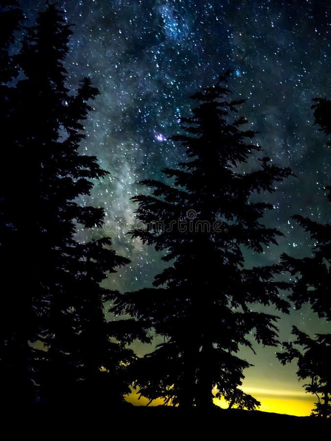 Milchstraße und Sterne stockbild