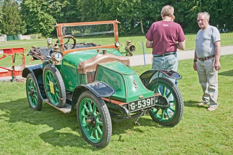 Mildes Bayard Auto datiert bis 1914 am Brodie Schloss. lizenzfreies stockbild