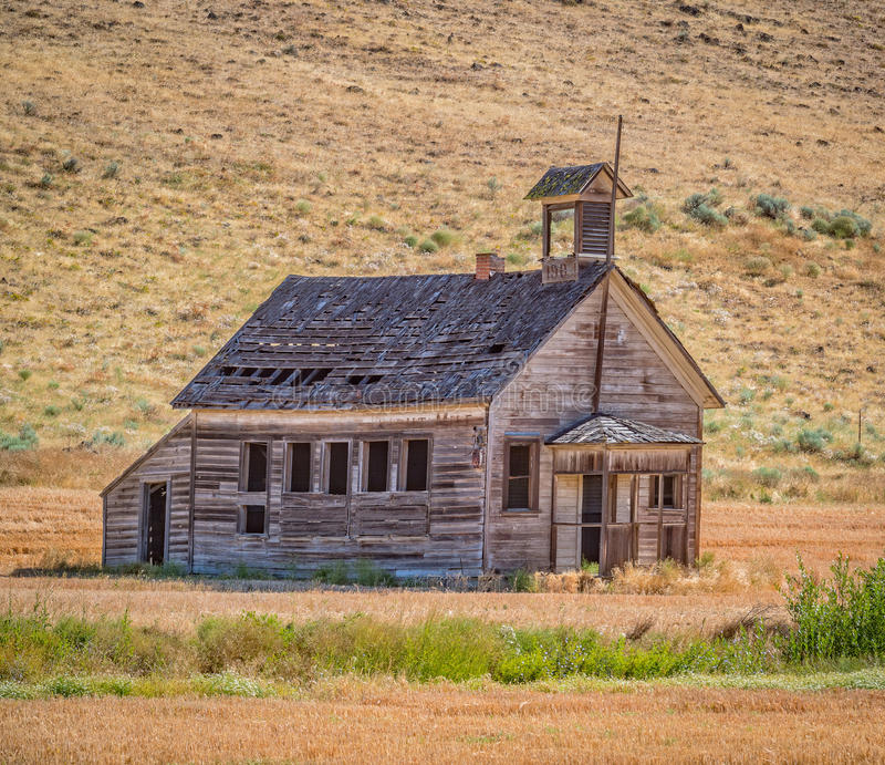 8 Mile One Room School. The long abandoned 8 Mile one room school house near Dufur, in Wasco County, Oregon stock photos