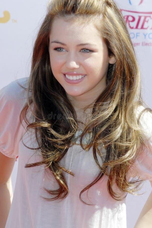 Miley Cyrus auf dem roten Teppich lizenzfreie stockfotos