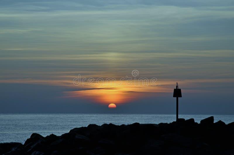 Milford de lymington de coucher du soleil de paysage marin sur la mer image libre de droits