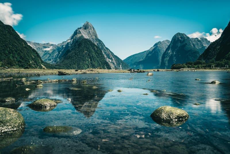 Milford Sound в Новой Зеландии стоковые изображения rf