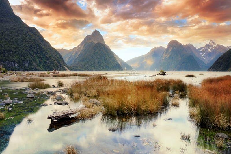 Milford Sound et réflexions image stock