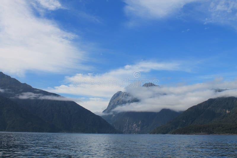 Milford Sound Fiordland nationalpark fotografering för bildbyråer