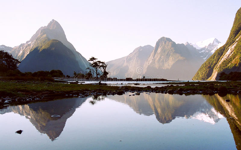Milford Sound mit Reflexion lizenzfreies stockbild