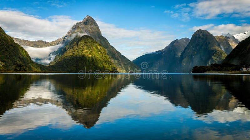 Milford Sound in Neuseeland lizenzfreies stockfoto