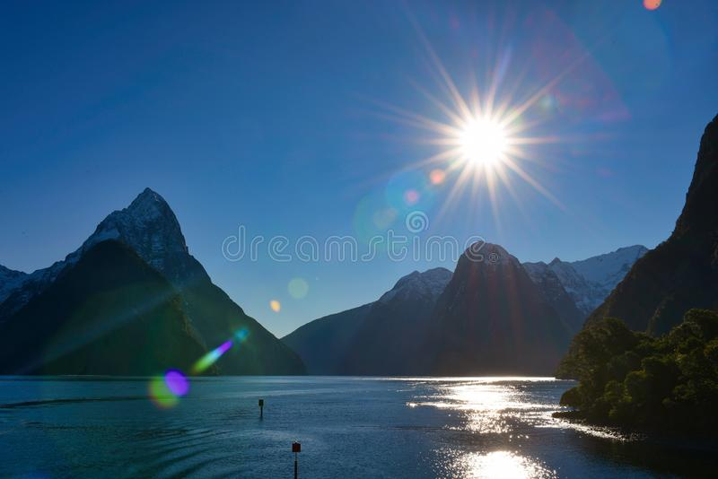 Milfordgeluid in het Nationale Park van Fiordland in Nieuw Zeeland royalty-vrije stock afbeeldingen
