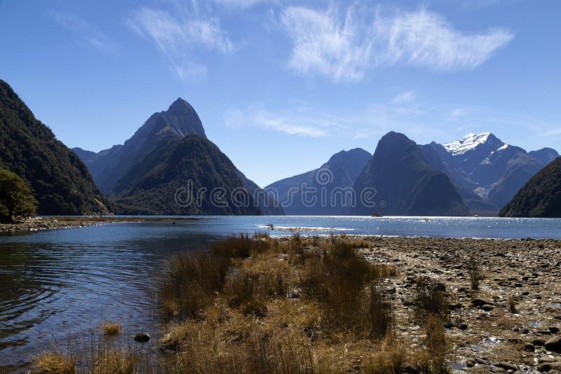 Milfordgeluid, Nieuw Zeeland - bewerk Piek in verstek is het iconische oriëntatiepunt van Milford-Geluid in het Nationale Park va royalty-vrije stock afbeeldingen