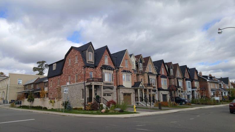 Milhão casas novas do dólar no West End de Torontos fotos de stock royalty free