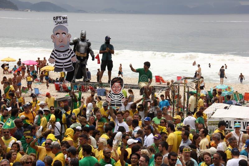 Milhões de brasileiros chamam para a destituição de Dilma Rousseff imagem de stock royalty free