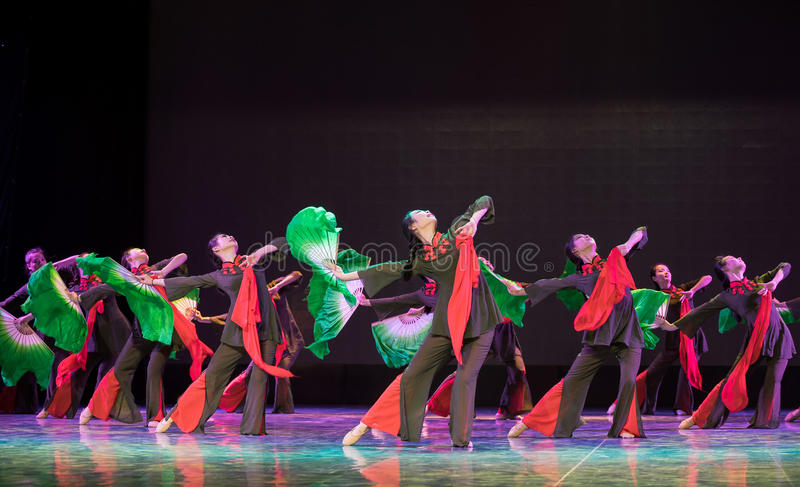 Milhões de pessoas unido como uma dança popular simsii-chinesa do homem-rododendro foto de stock royalty free