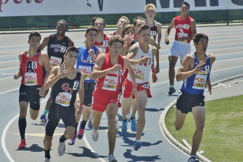Milha dos homens corrida no Mt 2016 Relés do saco fotos de stock