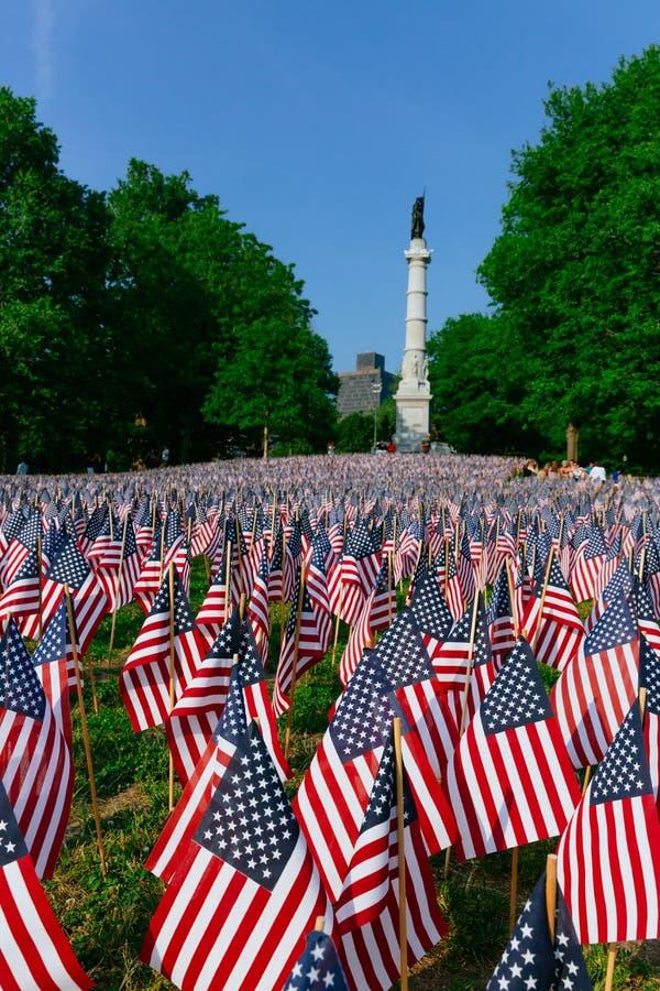 Milhares de bandeiras dos E.U. plantadas em Boston Common, para comemorar soldados caídos nas guerras, durante o fim de semana de imagens de stock royalty free