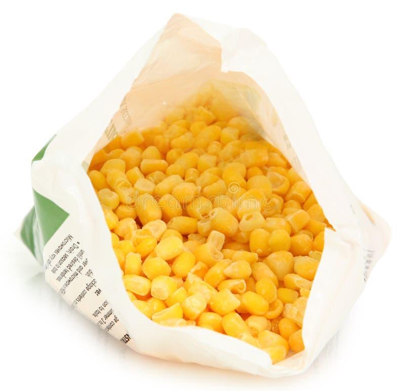 Milho congelado no saco aberto fotografia de stock royalty free