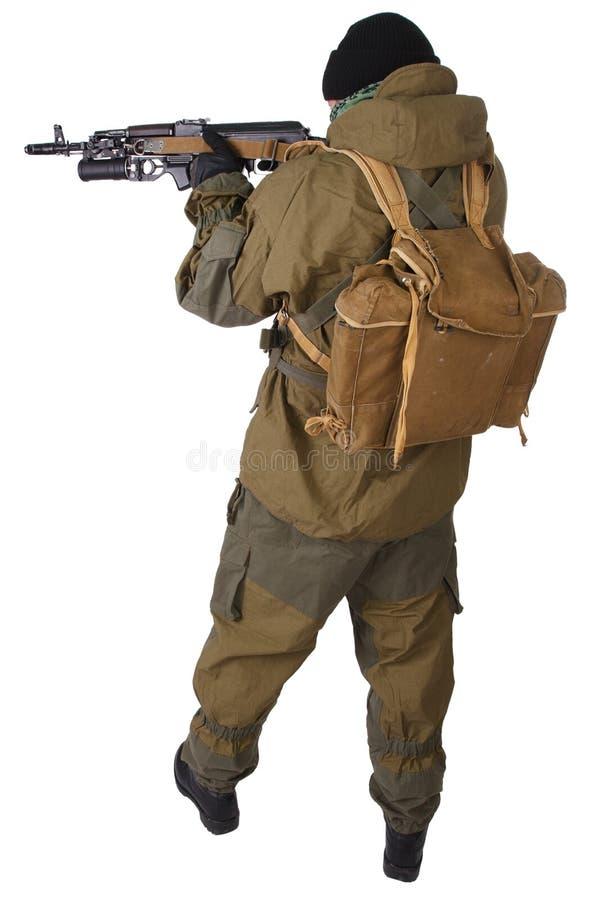 Milicien pro-russe avec le fusil d'ak-47 de kalachnikov avec le lance-grenades de sous-baril photo libre de droits