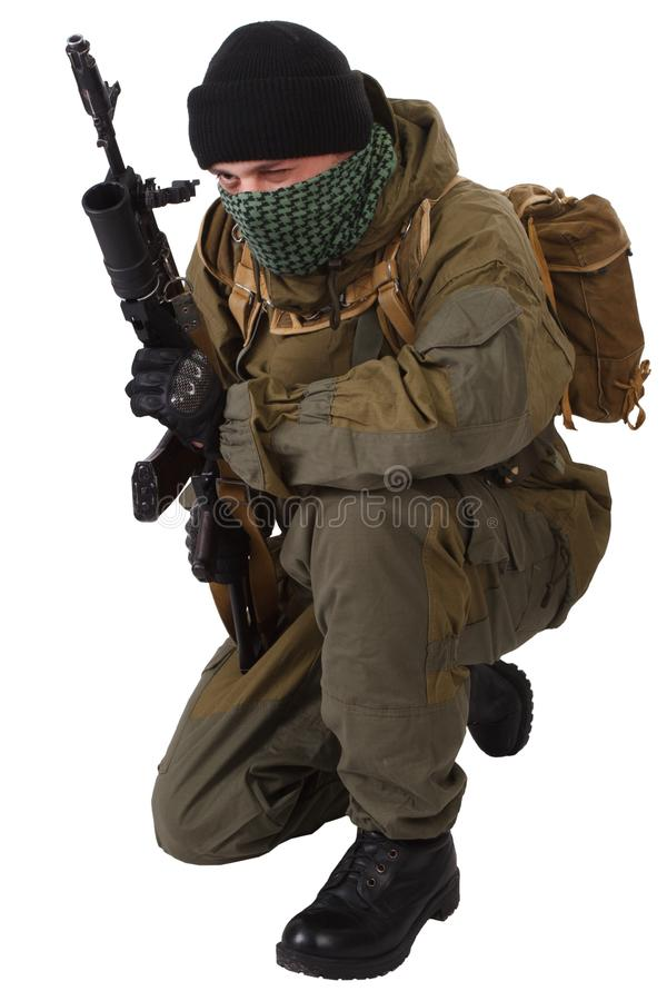 Milicien pro-russe avec le fusil d'ak-47 de kalachnikov avec le lance-grenades de sous-baril photos stock