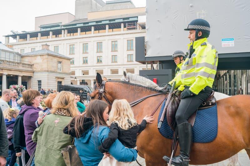 Milicyjny jeździecki koń w Covent ogródu rynku zdjęcia royalty free