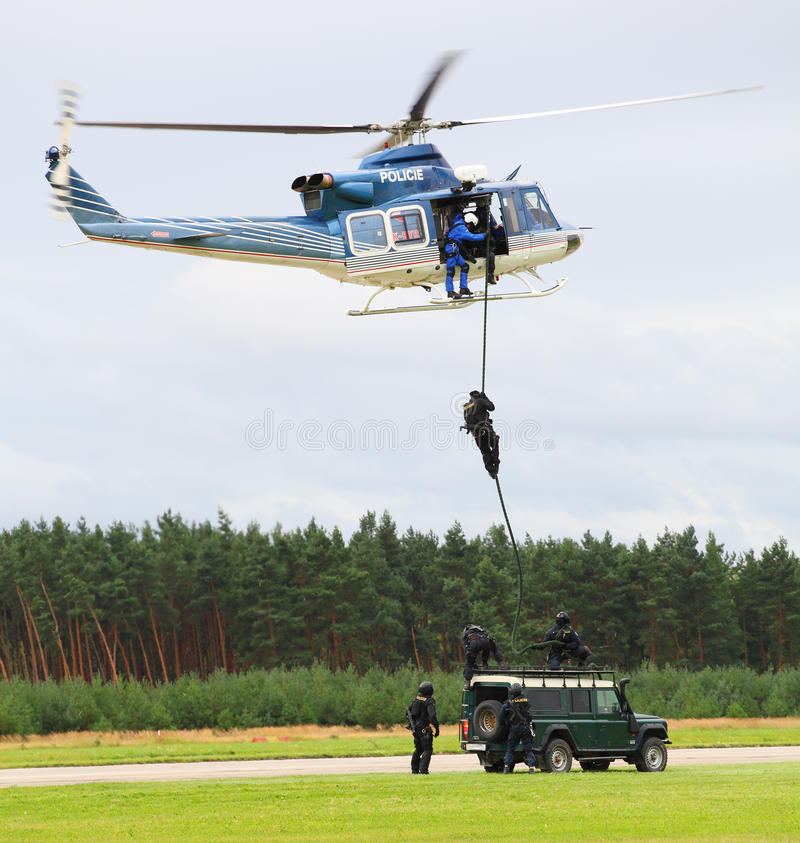 Download Milicyjny oddział fotografia editorial. Obraz złożonej z mężczyzna - 20924412