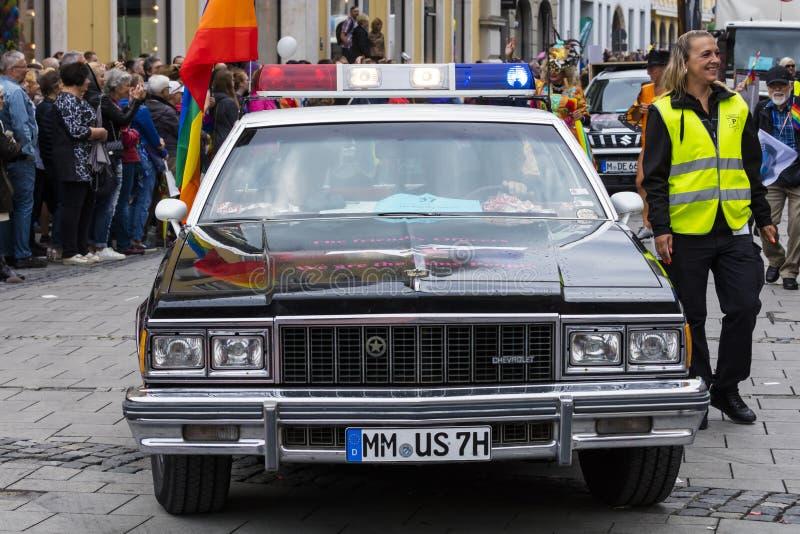 2019: Milicyjny uczęszczający Gay Pride paradę także znać jako Christopher dnia Uliczny CSD w Monachium, Niemcy zdjęcie stock