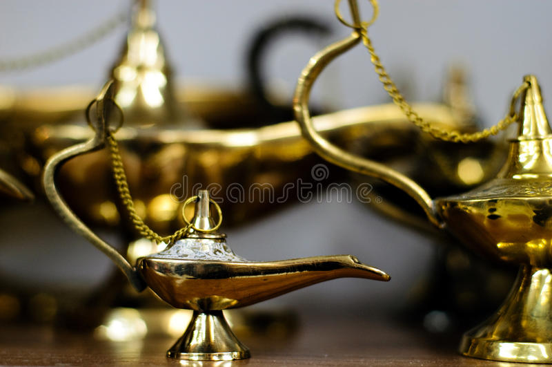 milieu magique de lanternes orientales d'aladdin images libres de droits