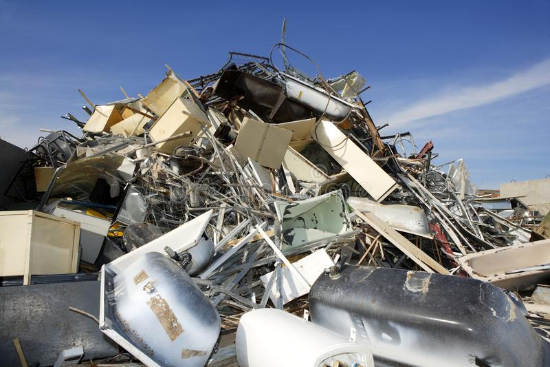 Milieu van de het schroot het kringloop ecologische fabriek van het metaal stock foto's