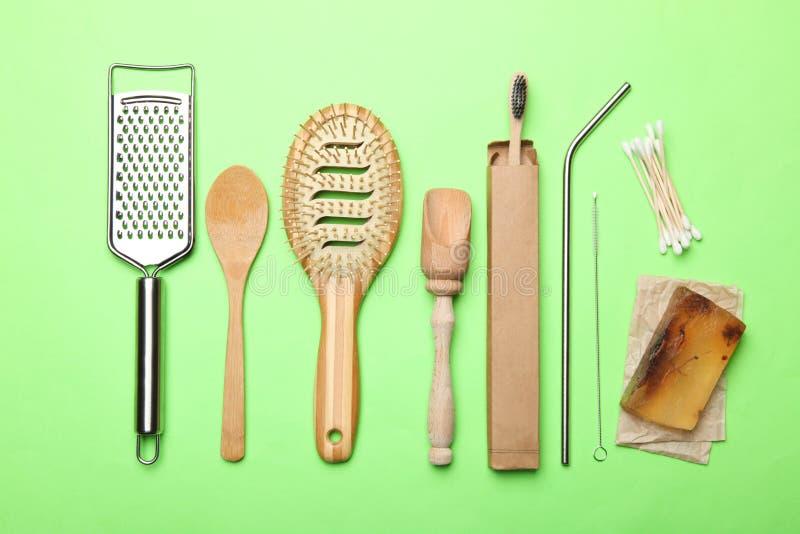 Milieuvriendelijke hulpmiddelen voor persoonlijke hygiëne en onafhankelijkheid stock afbeelding