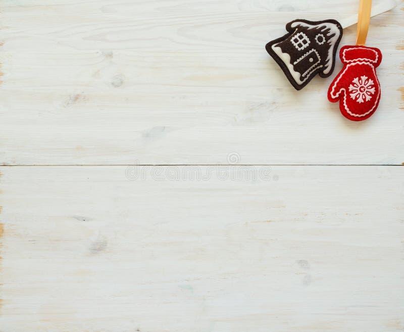 Milieux d'arbre de Noël avec des décorations de Noël sur W blanc photographie stock libre de droits