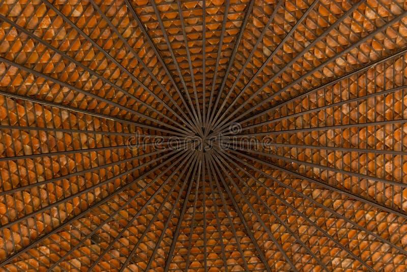Milieux de l'Asie de modèle de toit beaux dans le pavillon photographie stock