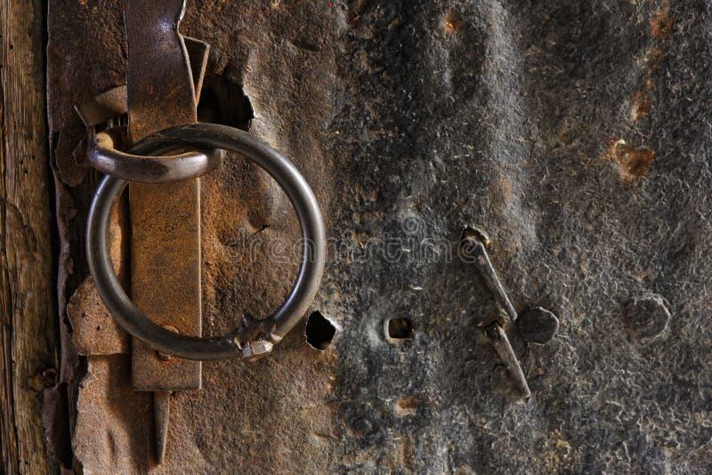 Milieux en métal rouillé et de mur en pierre photographie stock