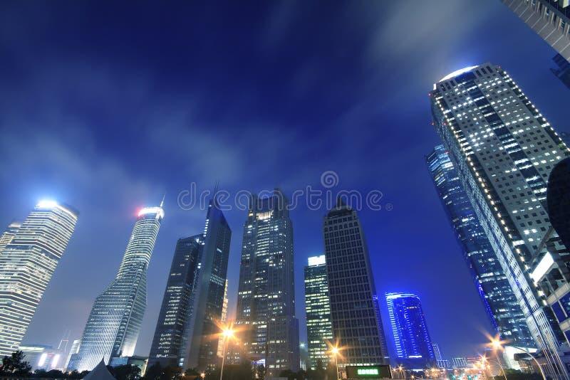 Milieux modernes de nuit de ville de Changhaï photos stock