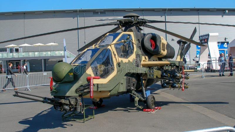 Militär helikopter för T-129B som Atak visas på den ILA-flygshowen 2014 royaltyfri foto