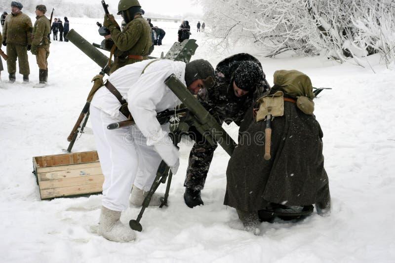 Militär-historische Rekonstruktion 'der Durchbruch der Blockade von Leningrad im Bereich des Nevskaya Dubrovka 'war gehaltenes i stockfoto
