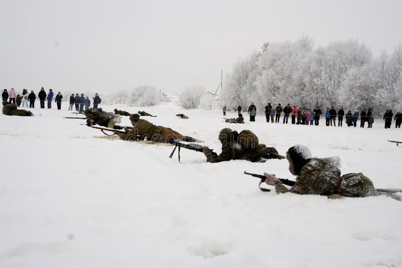 Militär-historische Rekonstruktion 'der Durchbruch der Blockade von Leningrad im Bereich des Nevskaya Dubrovka 'war gehaltenes i lizenzfreie stockfotografie