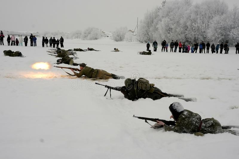Militär-historische Rekonstruktion 'der Durchbruch der Blockade von Leningrad im Bereich des Nevskaya Dubrovka 'war gehaltenes i lizenzfreies stockfoto