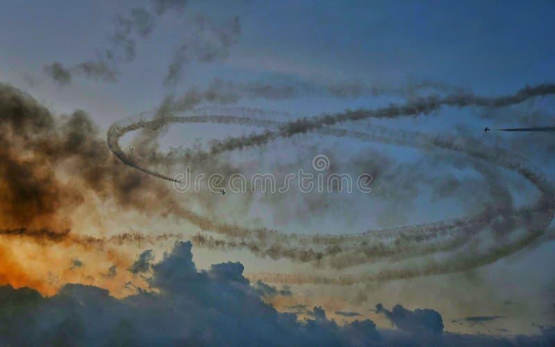 Militär jaktflygplannivå på Bucharest internationell flygshowSNEDHET 2018 arkivbilder