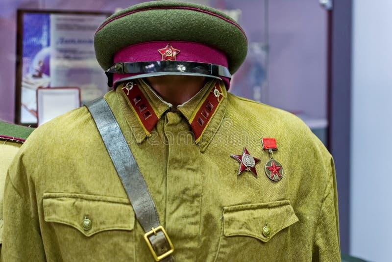 Militär likformig av den röda armén 1935-1943 och gradbeteckningen - hög löjtnant, infanteri royaltyfria foton