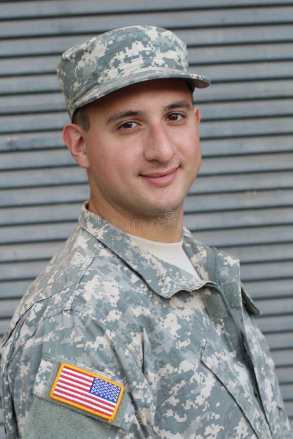 Militär man på Gray Background royaltyfri fotografi