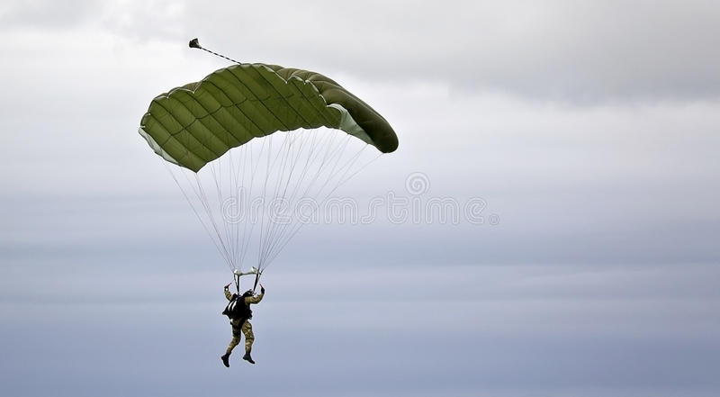 militär parachutist arkivfoton
