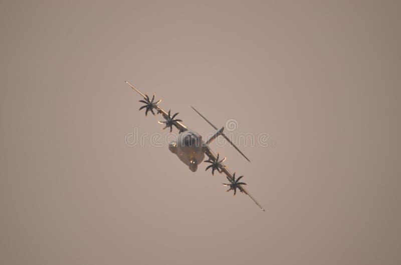 Militär transportflygplanflygbuss A-400 arkivbilder