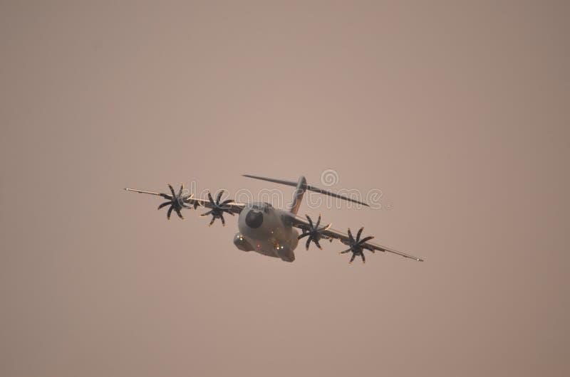 Militär transportflygplanflygbuss A-400 royaltyfria bilder