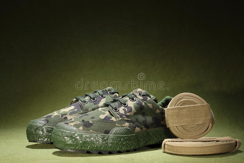 Militära skor arkivfoto. Bild av soldat, green, utforskning